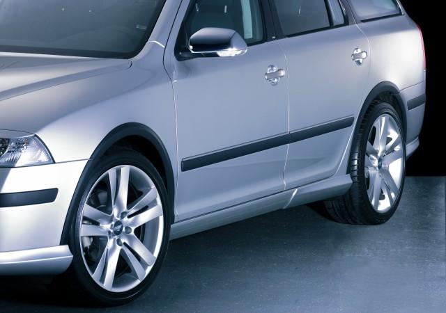 Milotec lemy blatníků, ABS černý s rastrem, Škoda Octavia II RS