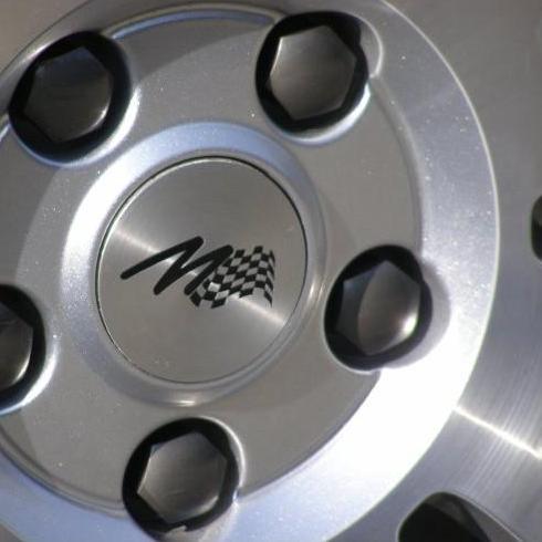Kryt emblému Alu kola s vypískovaným M-logem